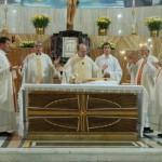 Don Vincenzo, vicino a Don Dino, Don Vito ed altri sacerdoti nel giorno del 75 anniversario di fondazione della Parrocchia